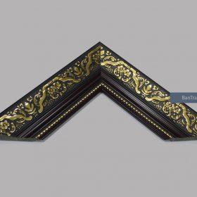 Khung tranh cổ điển màu đen hoa văn vàng đẹp và sang trọng