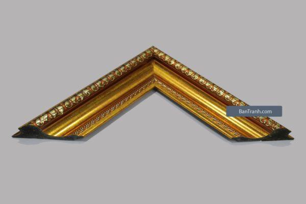 Khung tranh màu vàng ánh kim với họa tiết viền nổi phong cách cổ điển