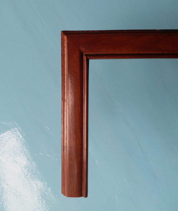 Khung tranh gỗ màu gụ truyền thống, ấm cúng
