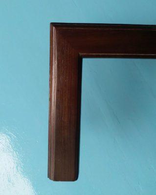 Khung tranh gỗ màu óc chó trẻ trung và đẹp