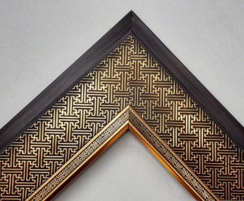 Khung tranh viền nâu đen họa tiết vàng ánh kim đẹp và sang trọng