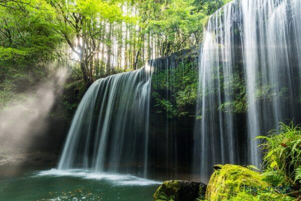 Tranh dán tường 3D thác nước bên đồi cây