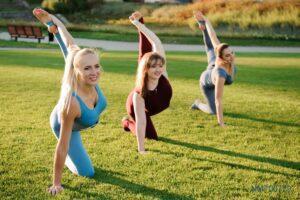 Tranh dán tường 3D yoga giữa thiên nhiên